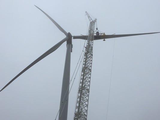 -MNIBrd_12-08-2014_SP_1_A003~~2014~12~07~IMG_wind_farm_connecting_1_1_0M9AUV.jpg