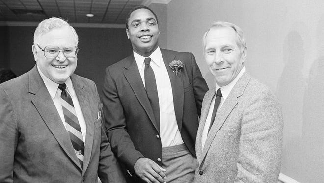 Former Pittsburgh Pirate Dave Parker (center) is congratulated by Cincinnati Reds rookie manager Vern Rapp (right) and Reds President Bob Howsam after it was announced Dec. 7, 1983, at the winter meetings in Nashville, Tenn., that Parker had signed with the Reds.