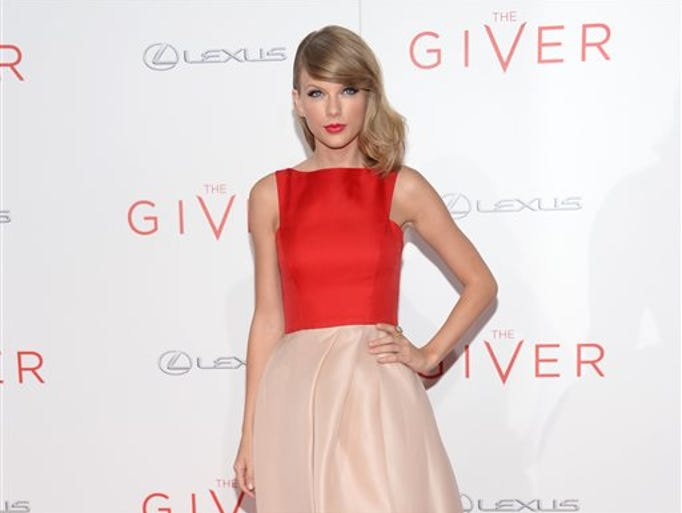 """Taylor Swift arrives at New York premiere of """"The Giver"""" at the Zeigfeld Theater on Monday, Aug. 11, 2014, in New York."""