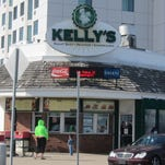 Roast beef or lobster roll? Kelly's does them both right