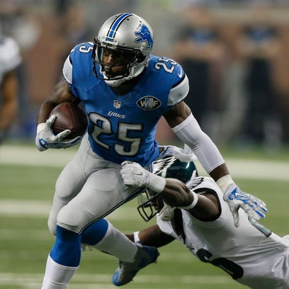 Detroit Lions' Theo Riddick runs out of the tackle