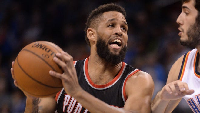 Portland Trail Blazers guard Allen Crabbe is having surgery to repair a stress reaction in his foot.