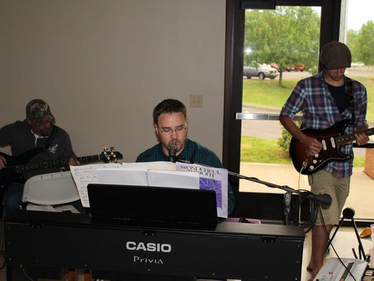 An area band provided entertainment for the banquet.