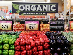 What Reno grocery stores are open on Thanksgiving?