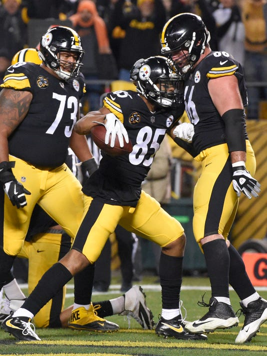 Pittsburgh Steelers tight end Xavier Grimble (85) celebrates after taking a shuffle pass from quarterback Ben Roethlisberger for a touchdown on the opening drive of the first half of an NFL football game against the Green Bay Packers in Pittsburgh, Sunday, Nov. 26, 2017. (AP Photo/Don Wright)