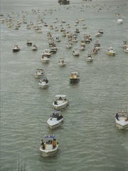 ED KILLER/TREASURE COAST NEWSPAPERS A fleet of 298 kingfish tournament boats from eight states wait in the checkout line just south of South Bridge in Fort Pierce in the Indian River Lagoon before the first day of action in the 2001 SKA National Championships.