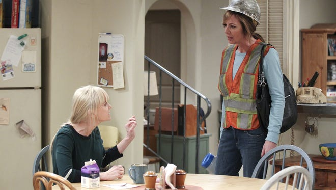 Bonnie (Allison Janney), right, argues with Christy (Anna Faris), on 'Mom.'