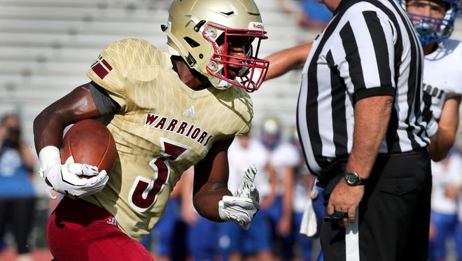 Riverdale's Jaylan Simmons (3) runs the ball against Brentwood during the Williamson County/Rutherford County Jamboree game at Oakland High School on Friday, Aug. 10, 2018.