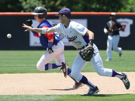 Mike Lapczynski runs bases in 2016 GMC Underclassmen Showcase