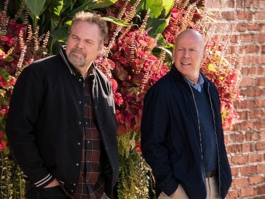 Frank (Vincent D'Onofrio, left) and Paul (Bruce Willis)