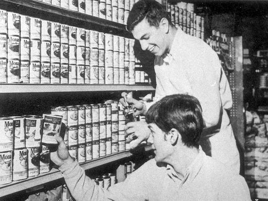 A young David Letterman works at Atlas Supermarket alongside Jeff Eshowsky (standing).