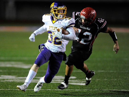 Wylie running back Cason Grant (32) runs past Levelland