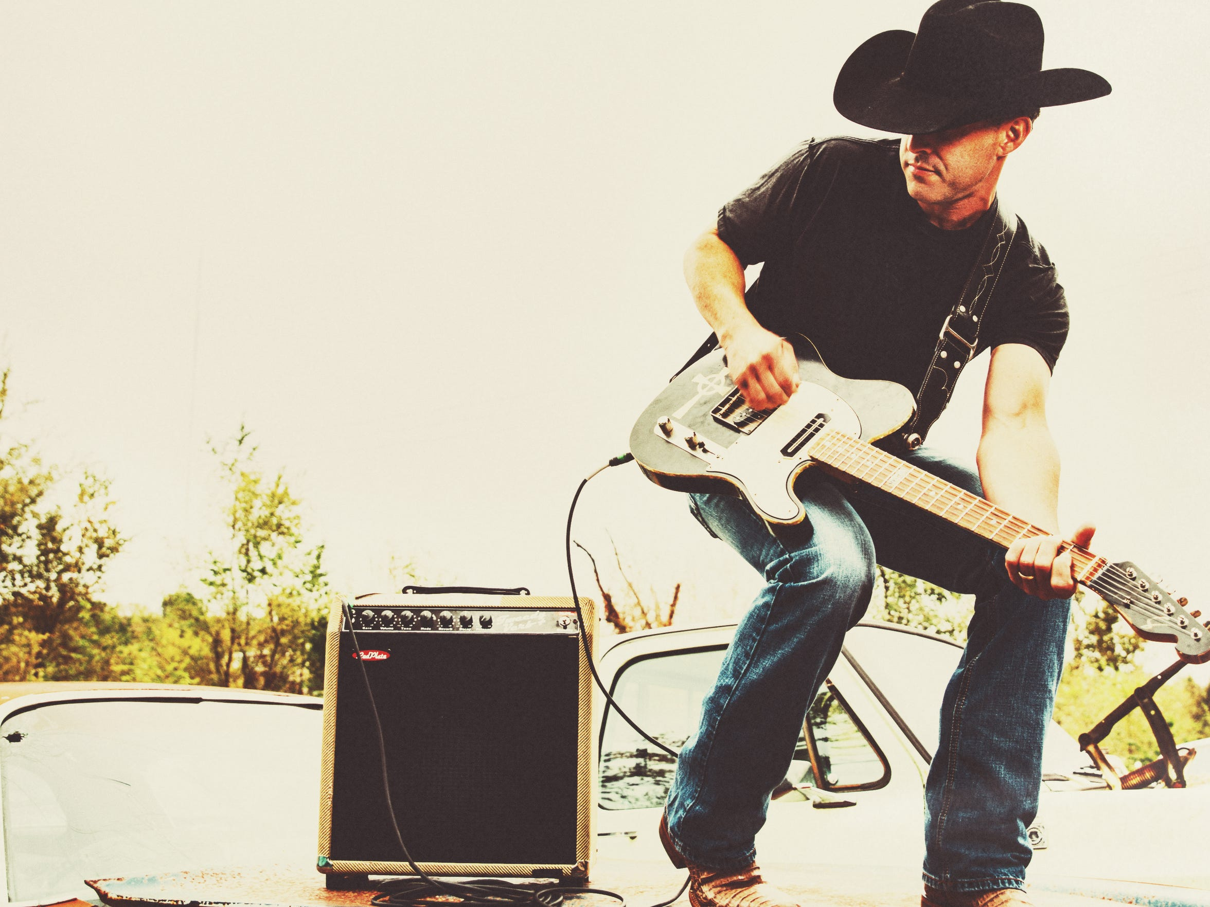 """Aaron Watson scored his biggest chart hit with """"Outta"""