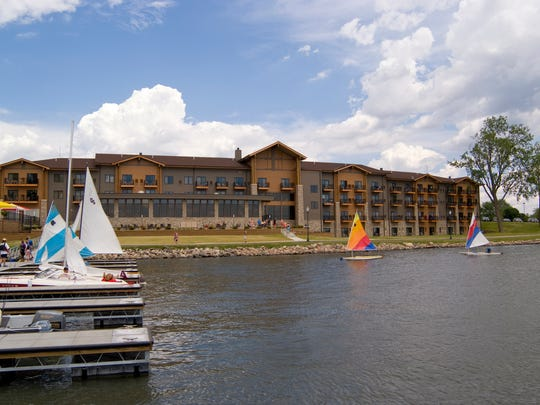 This 2007-built King's Pointe Waterpark Resort has Wi-Fi, free parking, Regatta Grille Lakeside Restaurant, fitness center, indoor and outdoor water parks.