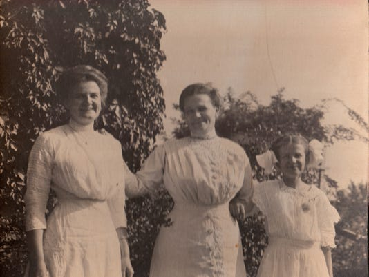 Martha and her daughters. From left to right Edessa, Martha, and Helen Warne.jpg