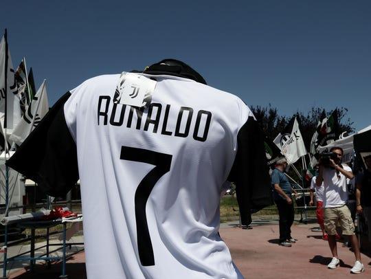 En Italia ya comenzó a venderse la playera de Cristiano
