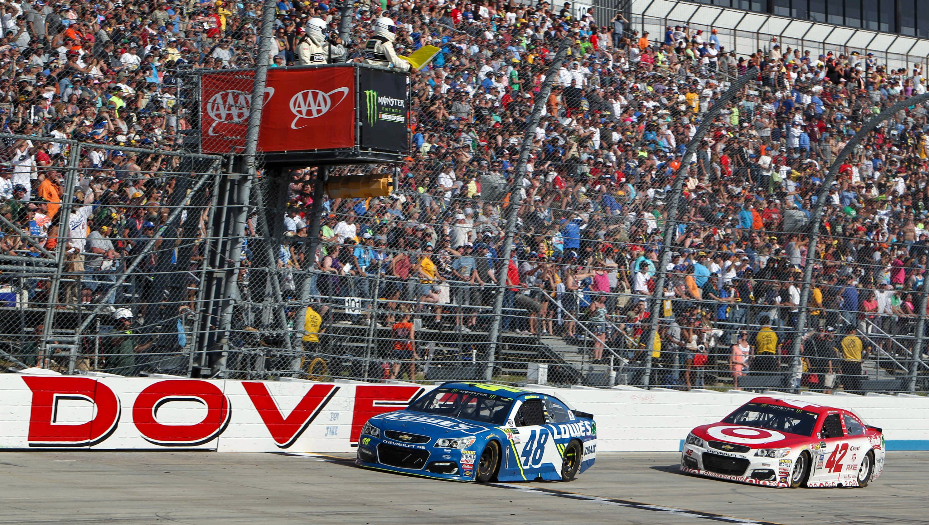 What time does the NASCAR Cup playoff race at Dover start?