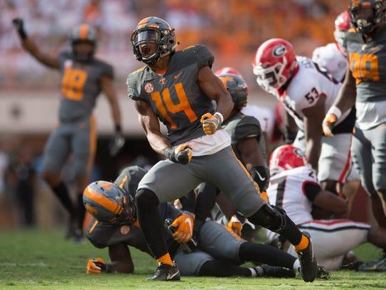 Tennessee Vols linebacker Quart'e Sapp (14) celebrates