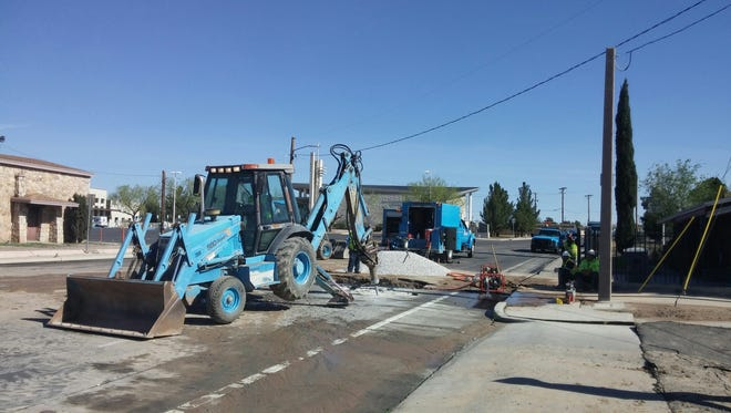 Crews on Wednesday work to repair the water break at North Loop and Hunter drives.