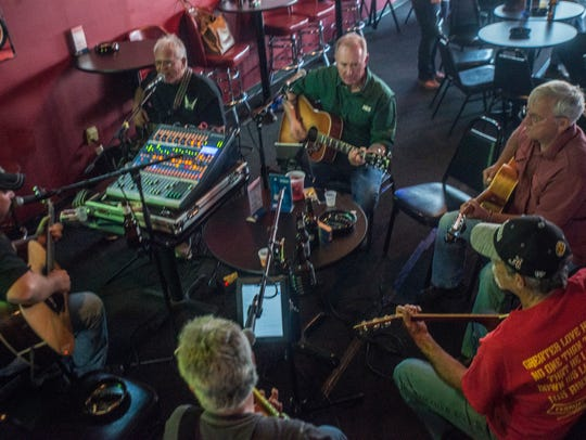 Picking and Grinning with Jeff Roberts and Friends