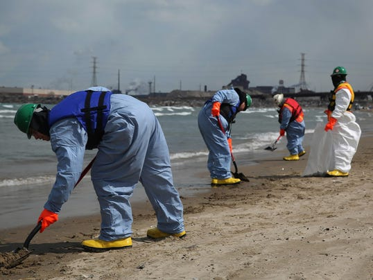 US_NEWS_LAKEMICHIGAN-SPILL_2_TB.jpg