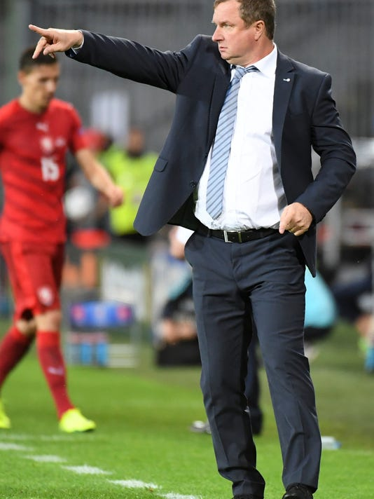 Czech Republic's coach Pavel Vrba directs his players during the Euro 2016 Group D soccer match between the Czech Republic and Turkey at the Bollaert stadium in Lens, France, Tuesday, June 21, 2016. (AP Photo/Geert Vanden Wijngaert)