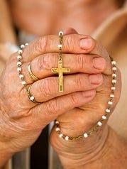 Praying with a rosarA Public Square Rosary Crusade will begin at noon on Saturday.
