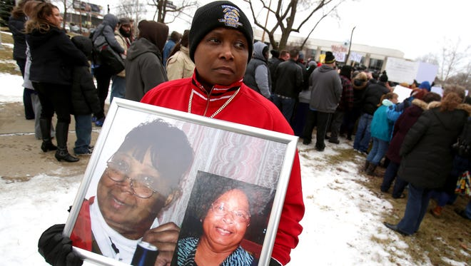 Cholyonda Brown, 42 of Davison stood away from the crowd with pictures of her mom, Odie Brown, in a frame. Her mother died on January, 9, 2015 of Legionella pneumonia, a former of Legionaries disease. Her mother is one of the ten people mentioned who were affected and died as a result of the Flint water crisis and the lead in the water.