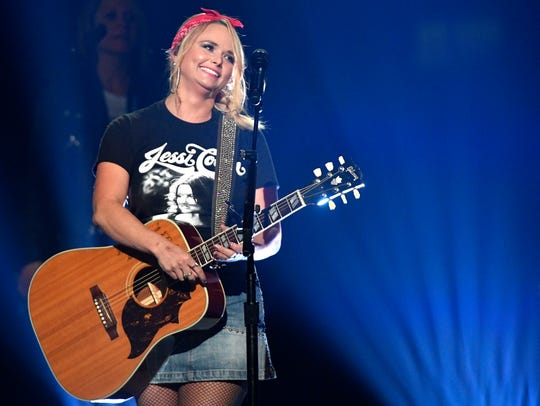 "Miranda Lambert sings ""Keeper of the Flame"" as she"