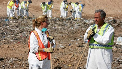 Glendale crime-scene technician Gina Carter and Detective Roger Geisler pause while searching for the body of Jhessye Shockley at the Butterfield Station Landfill in 2012.