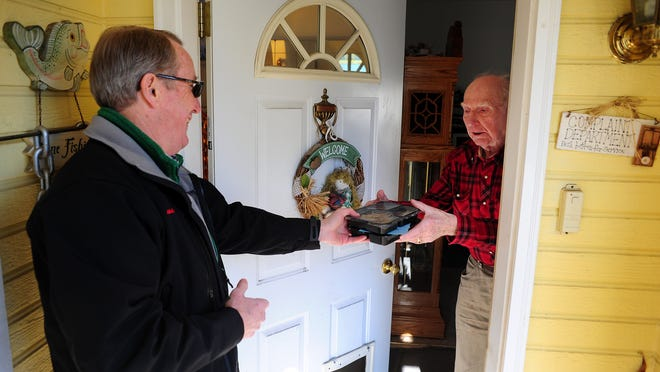 Eugene Anderson, right, receives a Meals on Wheels delivery from Ric LaTour on Friday, January 2, 2015, in Salem. Marion-Polk Food Share is taking over the Meals on Wheels program.