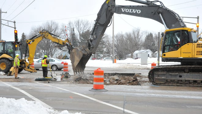 City crews work on a broken water main at the intersection of West Riverview Expressway and Chase Street Thursday morning.