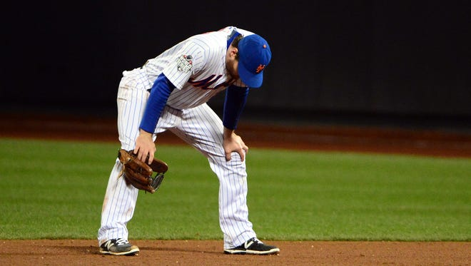 Mets second baseman Daniel Murphy reacts after committing a fielding error in the 8th inning.