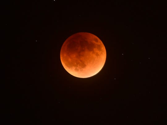 The 2015 September blood and super moon shines down