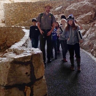 Stargazing hike takes to Carlsbad Caverns