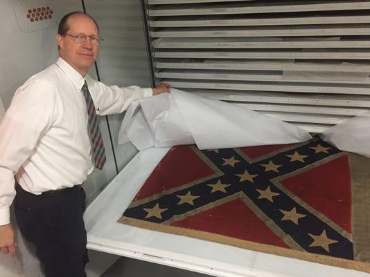 636391075641134357-Confederate-flag-in-Iowa-with-Leo.jpg