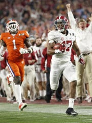 Alabama's Kenyan Drake dashes towards the end-zone