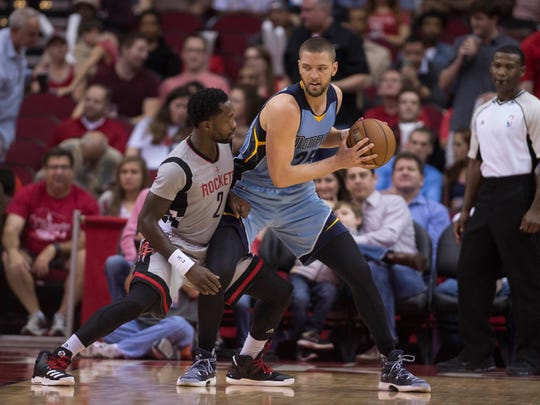Houston Rockets guard Patrick Beverley (2) guards Memphis Grizzlies forward Chandler Parsons (25) during the second quarter at the Toyota Center on Friday, Jan. 13, 2017.