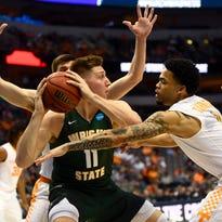 UT Vols basketball's 'blitzing football defense' chases sacks in stopping opponents