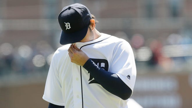 Anibal Sanchez wipes his face as he walks back to the dugout after the first inning of the Detroit Tigers' game against the Cleveland Indians, Saturday, April 23, 2016, in Detroit. The Indians won, 10-1.
