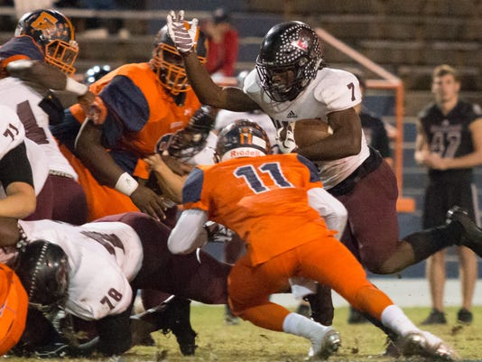 636145040457632813-2016-1111-navarre-at-escambia-quarterfinal-0017.jpg
