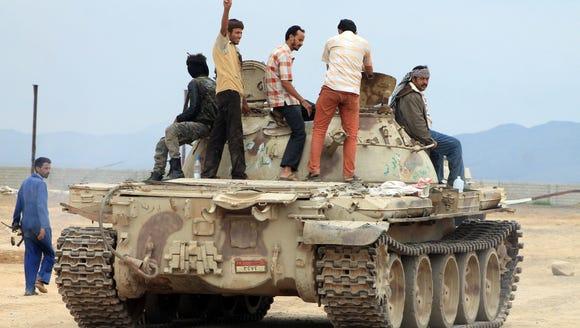 SALEH AL-OBEIDI, AFP/Getty Images Fighters battling