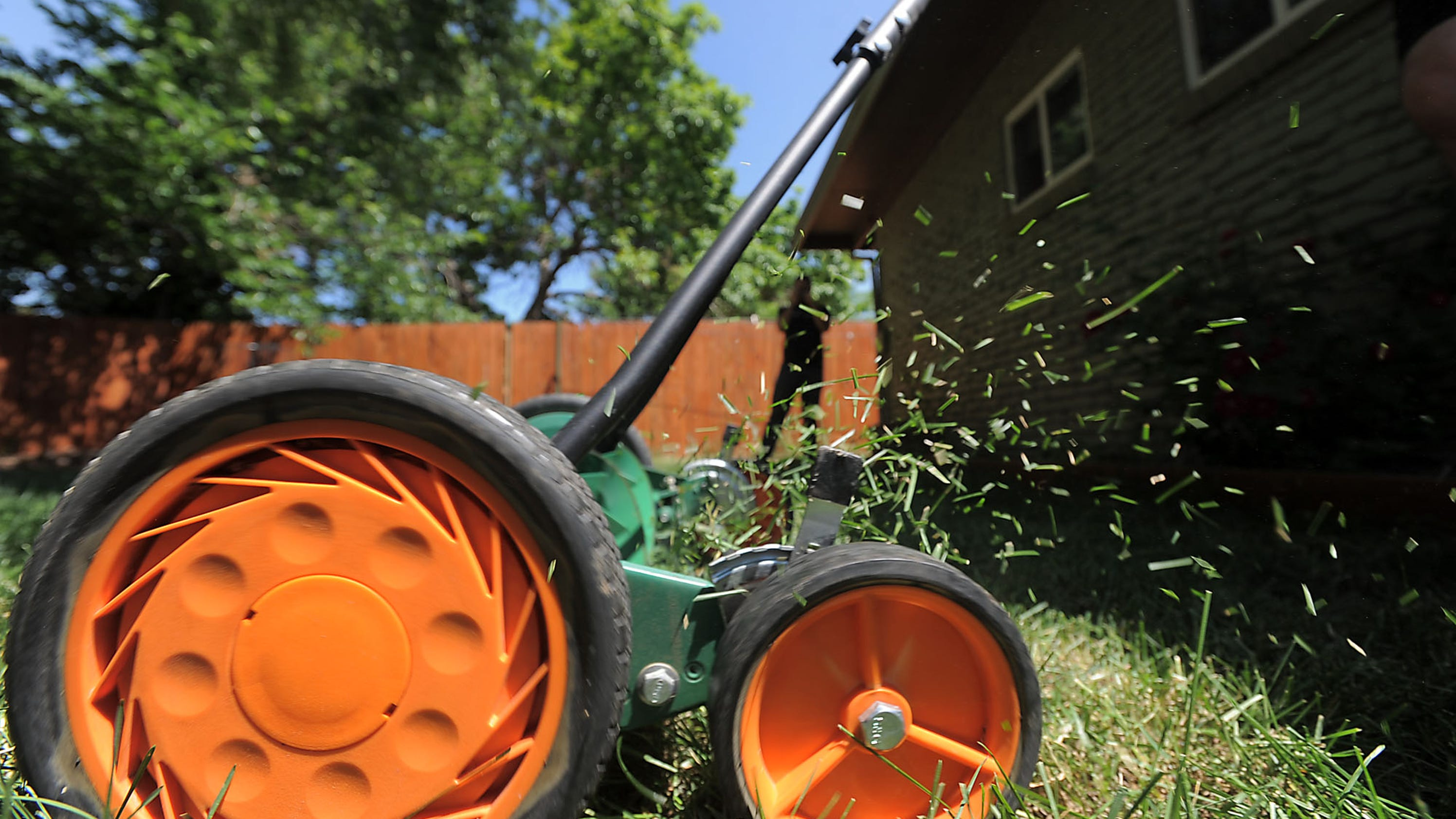 Fort Collins helps residents ditch gas lawnmowers