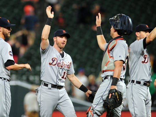 Tigers third baseman Andrew Romine (17) high-fives