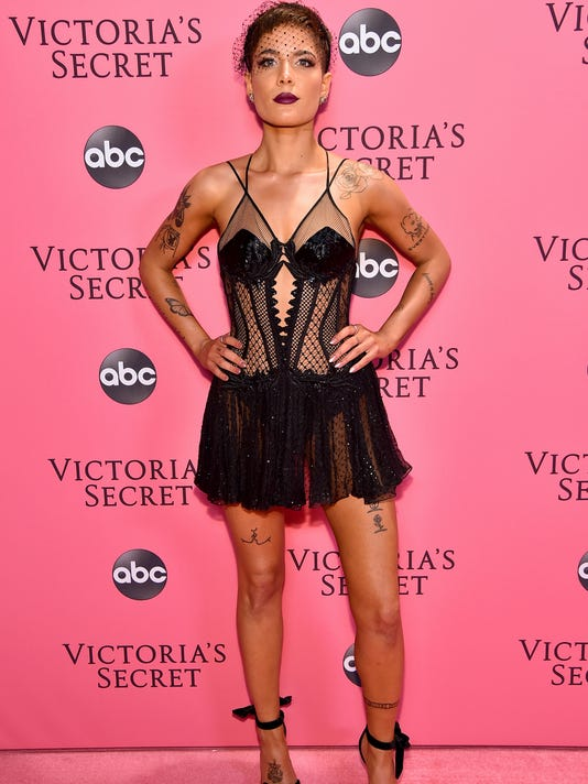 Halsey Criticizes Victoria S Secret Fashion Show Against Backlash