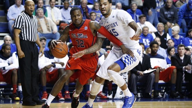 LEXINGTON, KY - JANUARY 6: Willie Cauley-Stein #15 of the Kentucky Wildcats defends against Jarvis Summers #32 of the Mississippi Rebels in the first half of the game at Rupp Arena on January 6, 2015 in Lexington, Kentucky. (Photo by Joe Robbins/Getty Images)