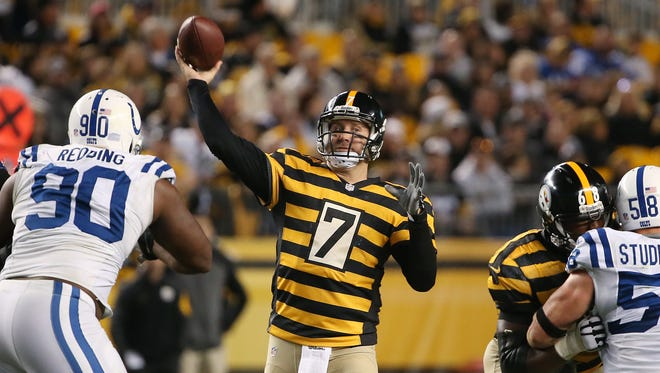 Pittsburgh Steelers quarterback Ben Roethlisberger looks for a receiver against the Colts in the fourth quarter. Indianapolis traveled to Pittsburgh Sunday, October 26, 2014.