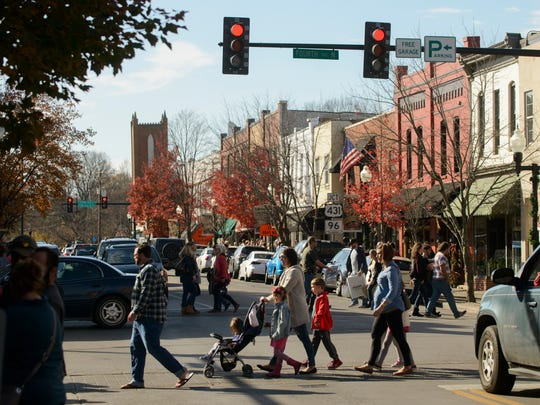 Shoppers fills the sidewalks of Franklin on Small Business Saturday in 2017.