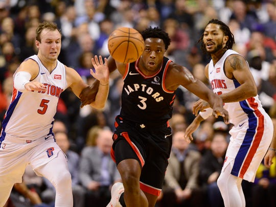 Raptors forward OG Anunoby and Pistons guard Luke Kennard (5) race toward the ball during the first half Wednesday.