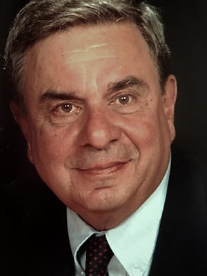 Longtime Des Moines Register reporter and two-time Pulitzer Prize finalist George Anthan died Wednesday at the age of 80.